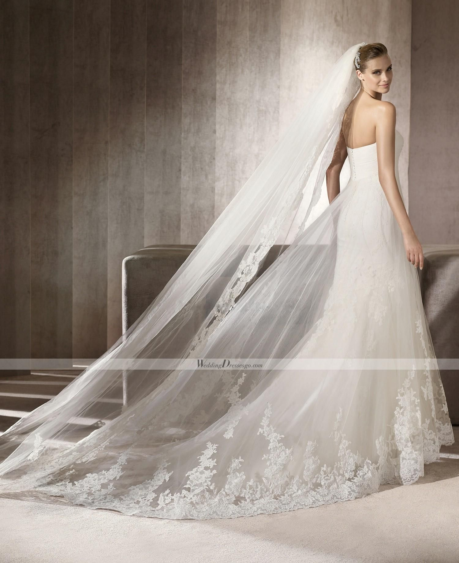 She wants a cathedrallength, lacetrimmed veil