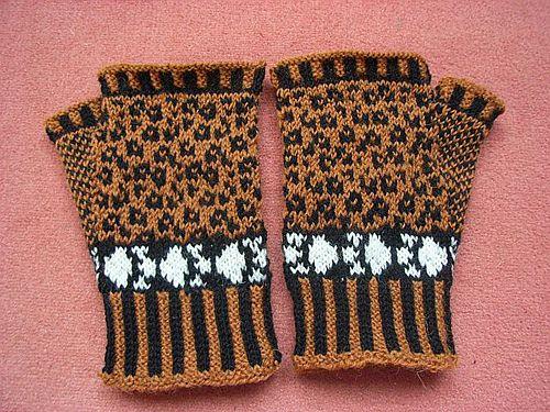 Ravelry: Leopard mitts pattern by Sandra Jäger