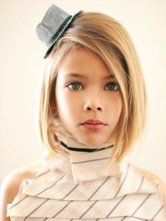 Coupes Carrée Portée par des Petites filles 20 Modèles