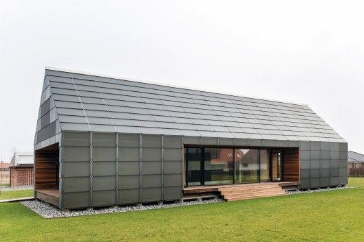 The Maintenance-Free House is also raised off the ground by 30 cm (1 ft) on stilts, and there's a small gap between the plywood roof and its glass shield. This creates a natural chimney effect and draws in air from underneath the home, pushing it up to the gap between the plywood and glass shield, before it is expelled out at the top of the roof without any need for complicated mechanical ventilation.