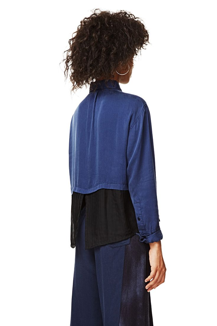Desigual long-sleeved blue shirt with black contrast. The sleeves can be rolled up. Discover Desigual new arrivals and get ready for Autumn!