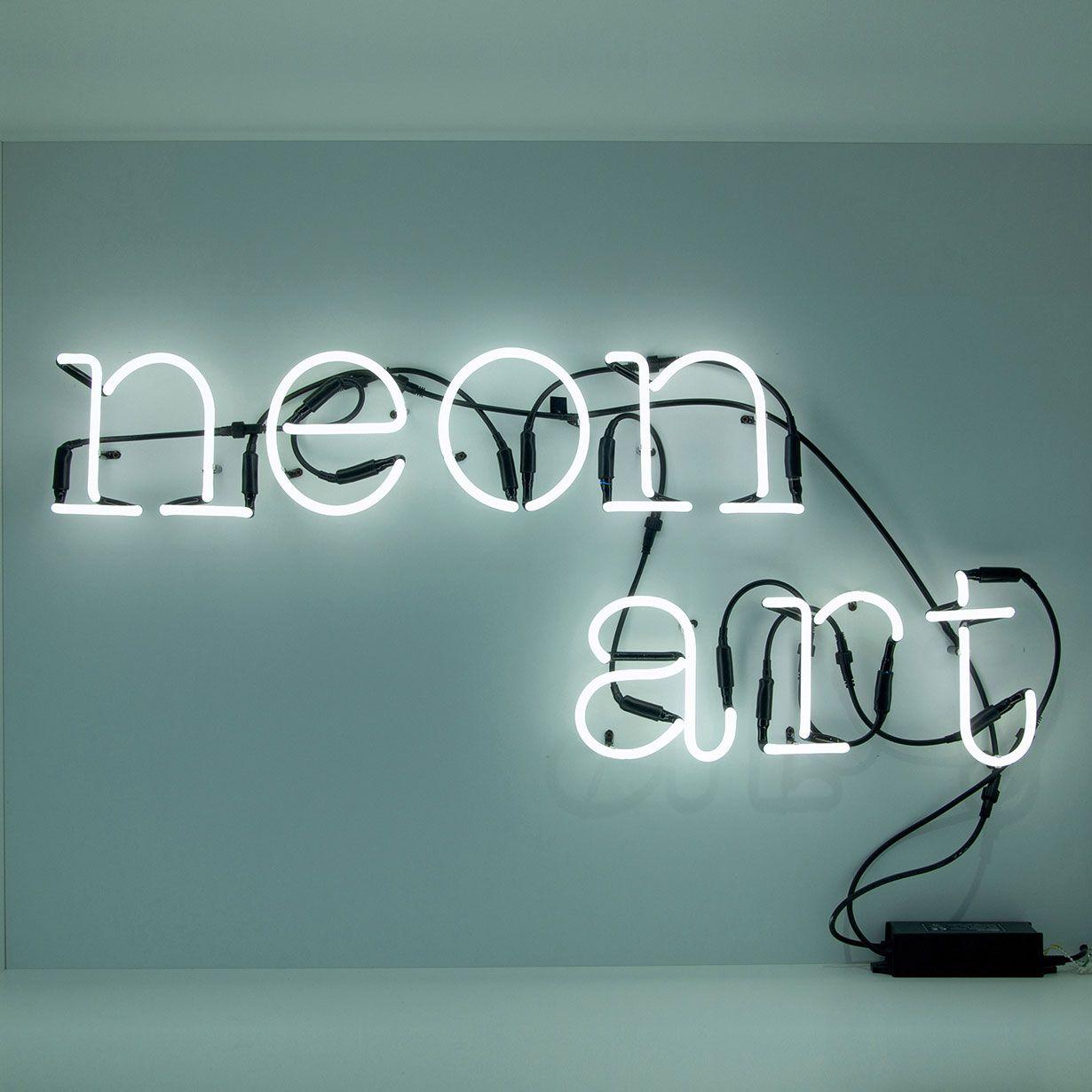Lampade Al Neon Da Parete questa collezione comprende numerose lettere e cifre in tubo