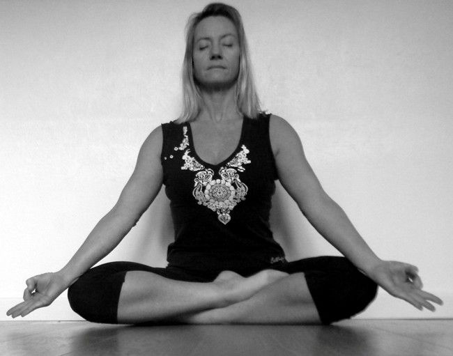 Siddhi Samadhi Yoga Pose How To Do And Its Benefits Gm Diet Yoga Poses Health