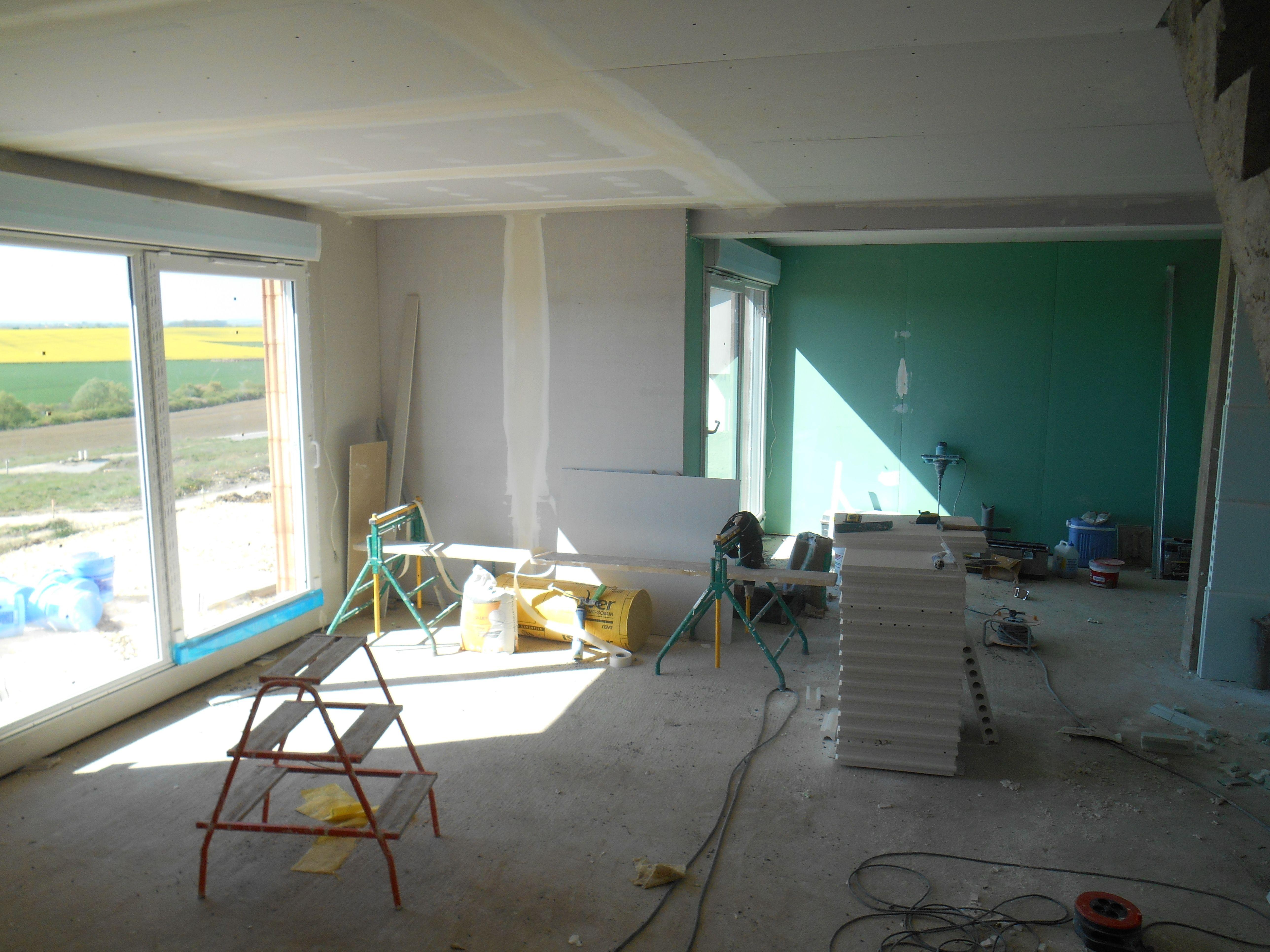 Plâtrerie isolation et plafonds du séjour en cours de réalisation