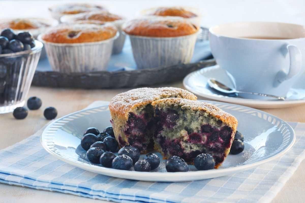 Store og saftige muffins med smak av blåbær. Oppskriften gir ca. 10 store muffins.