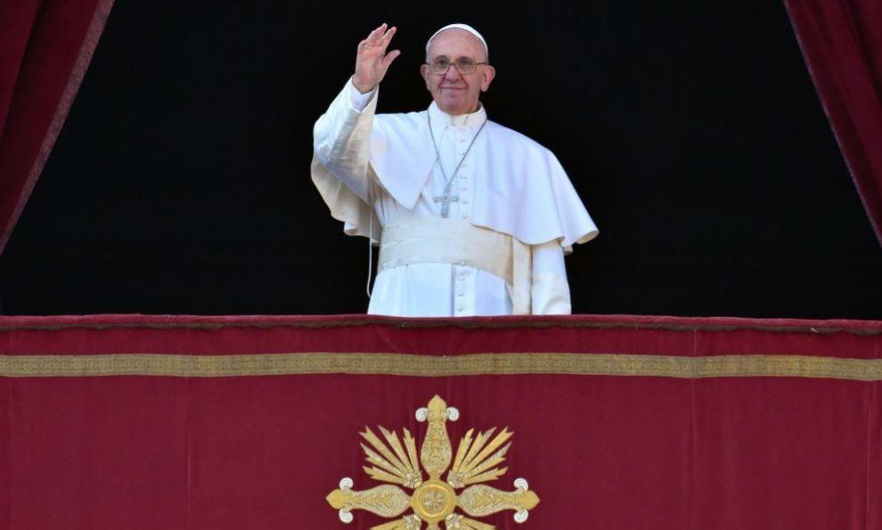 El Papa Francisco durante su tradicional mensaje de Navidad.  El Papa pide 'esfuerzo' a la comunidad internacional para lograr la Paz http://www.elmundo.es/internacional/2015/12/25/567d284746163f5c5b8b4629.html vía @elmundoes