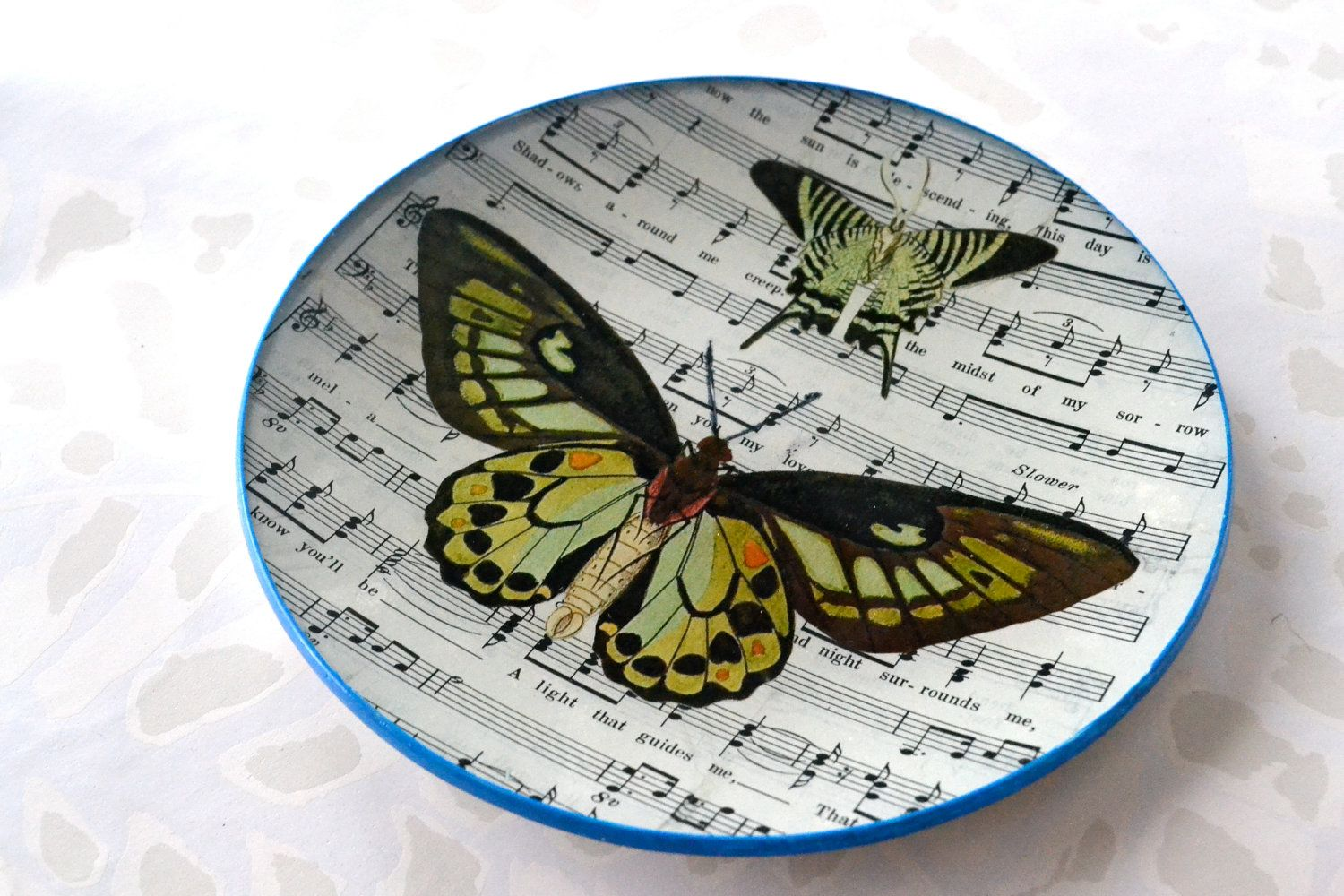 Butterfly & Music Glass Tray round by InsituDecorativeArts