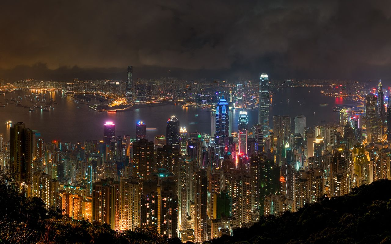"""Hong Kong at Night"" -- #wallpaper by ""HugoLeung"" from http://interfacelift.com -- This is crop from an HDR panorama taken on May 9, 2010, during a hike along the Island Peak trail. I held the camera still against a railing, and each slice is created from exposures at 0.5, 5, and 13 seconds. It would have been easier to take the photos with a tripod, but i probably wouldn\'t have hiked as far, and probably wouldn\'t have gotten the same perspective. There is quite a bit of haze in the air…"