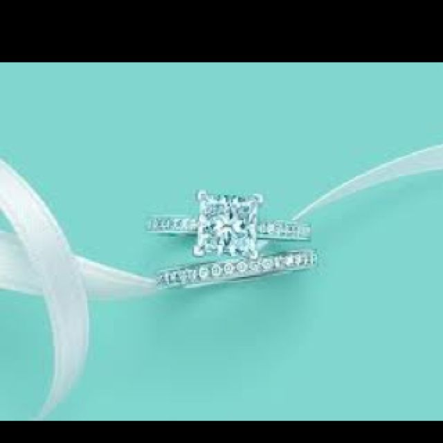 Princess cut Tiffany engagement ring aka MY DREAM ....fuck Jared's he went to Tiffany's lol