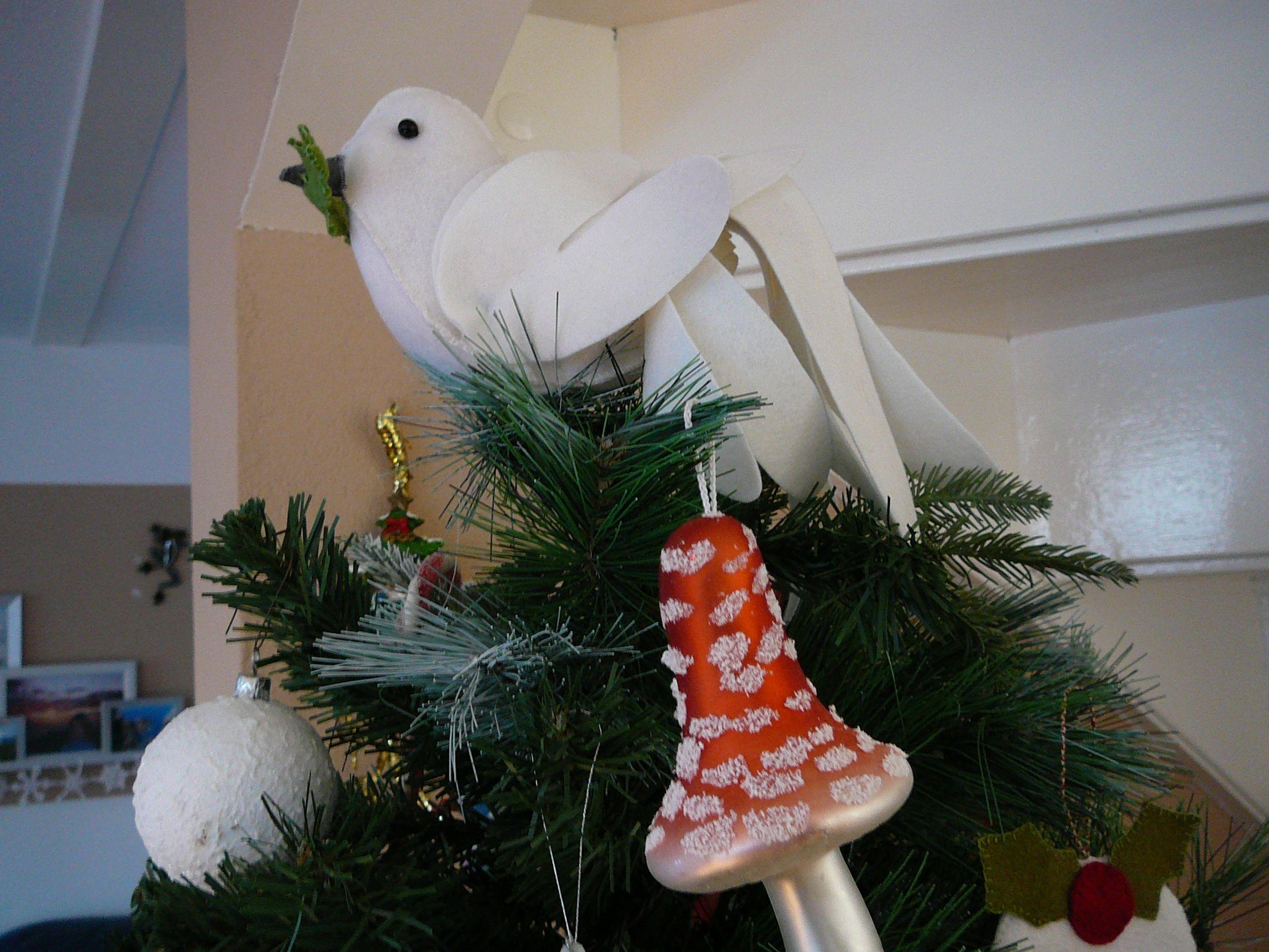 Mijn zelfgemaakte kerstboom-piek, een vredesduif van vilt