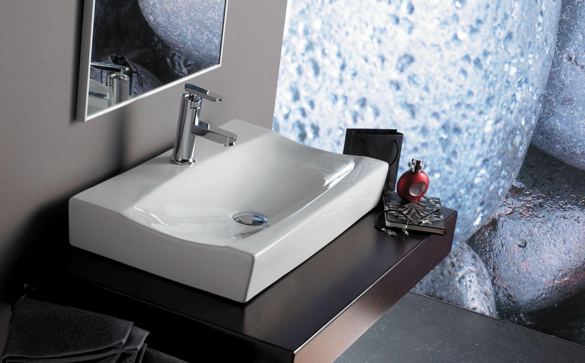 Lavabo sardinero rectangular de porcelana sobre encimera for Embellecedor rebosadero lavabo