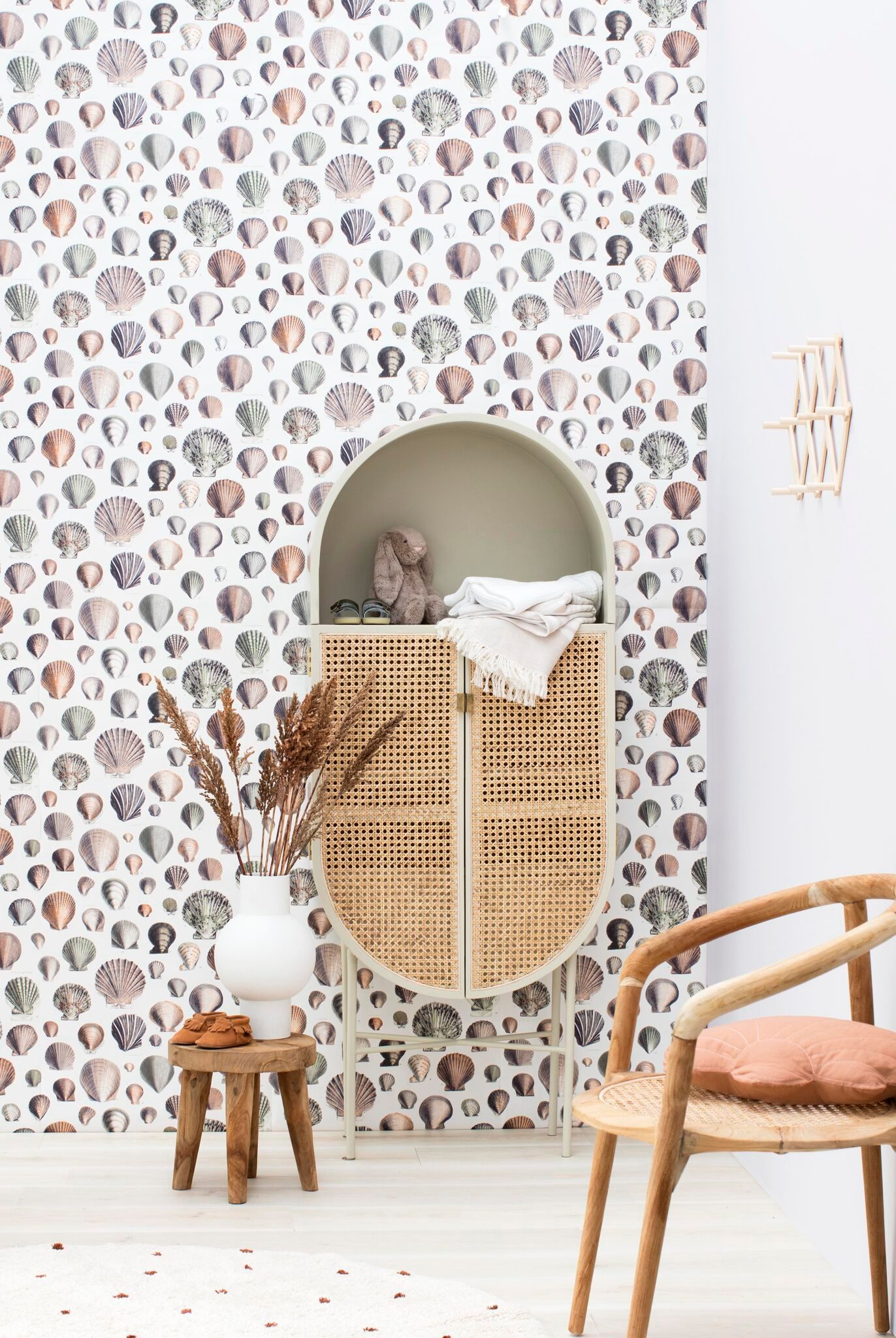 Chic From Cradle To The Grave Snap Wallpaper Captain Thomas Browns Shells In Oyster Bass Vintage Style Wallpaper Buy Wallpaper Online Shells Wallpaper