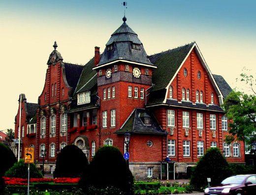 rathaus – papenburg – deutschland. it was only a few months, but