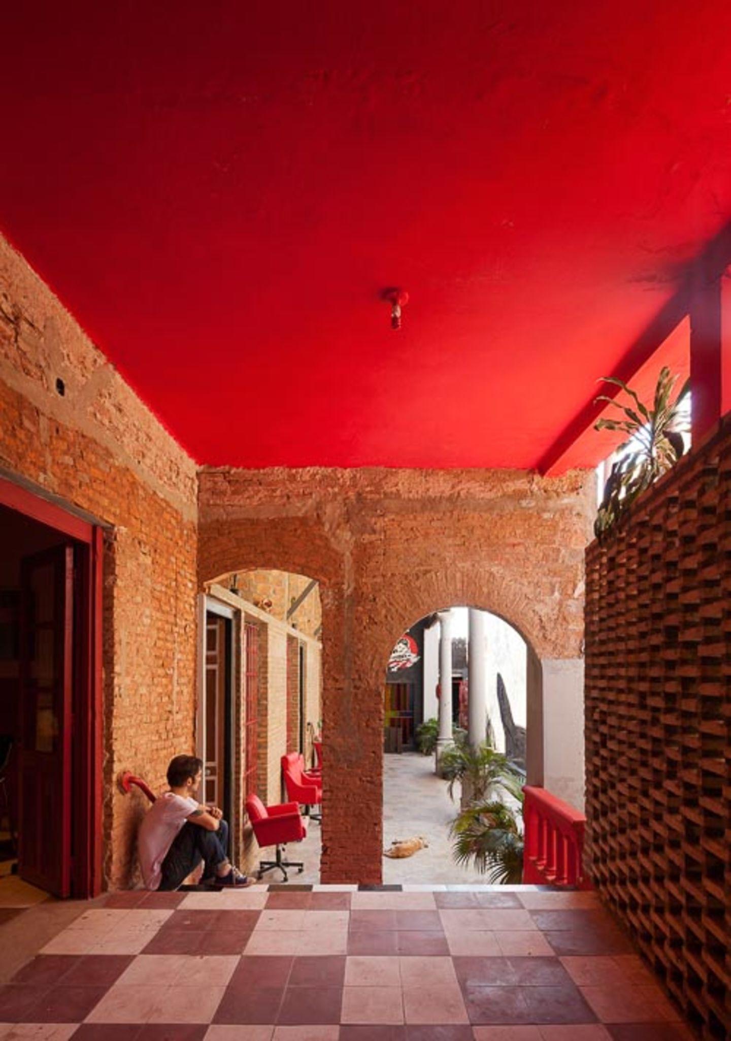 http://divisare.com/projects/275062-federico-cairoli-grupo-culata-jovai-ilona-house
