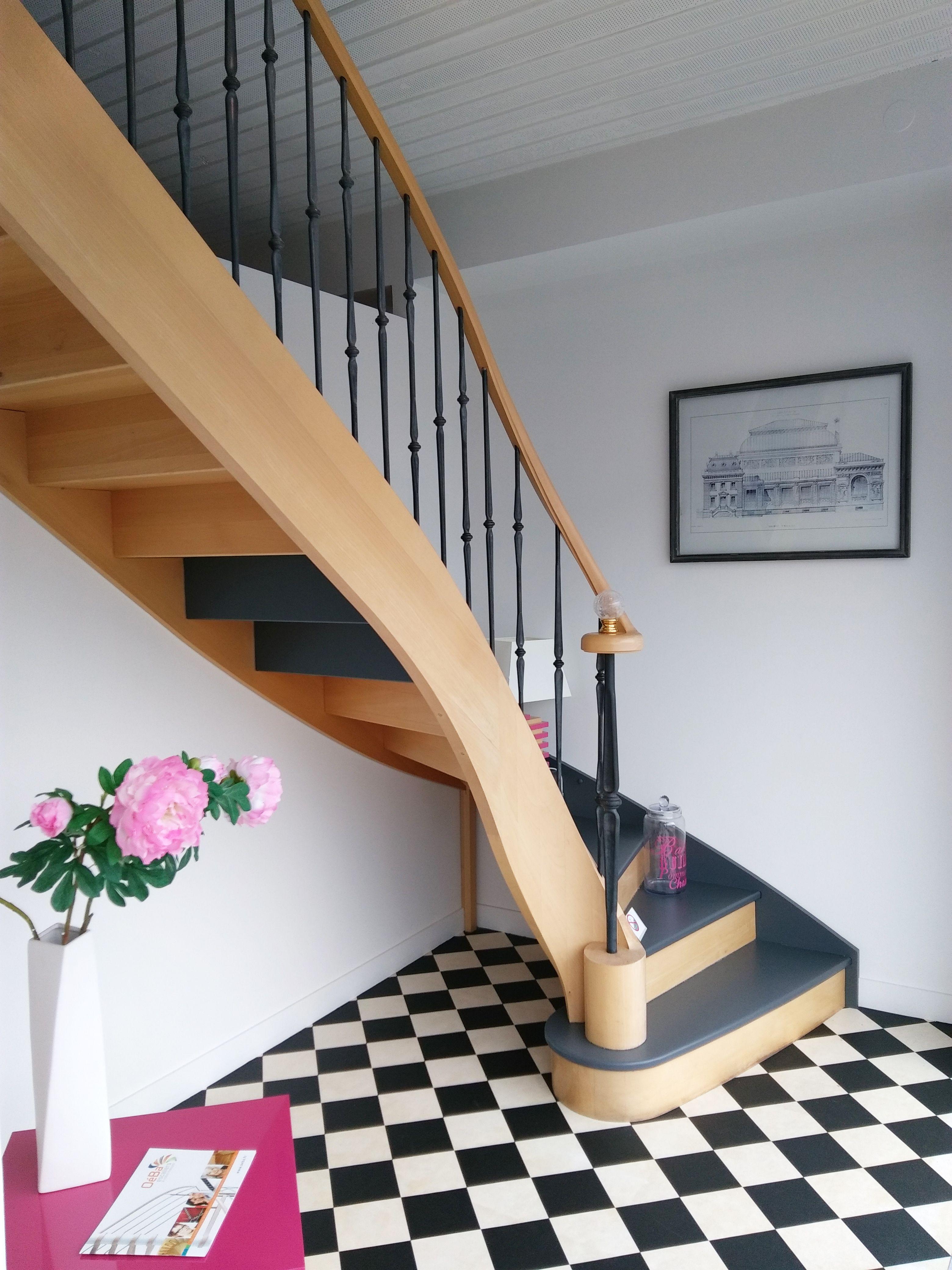escalier en chêne classique et chic en bois débillardé peint en gris