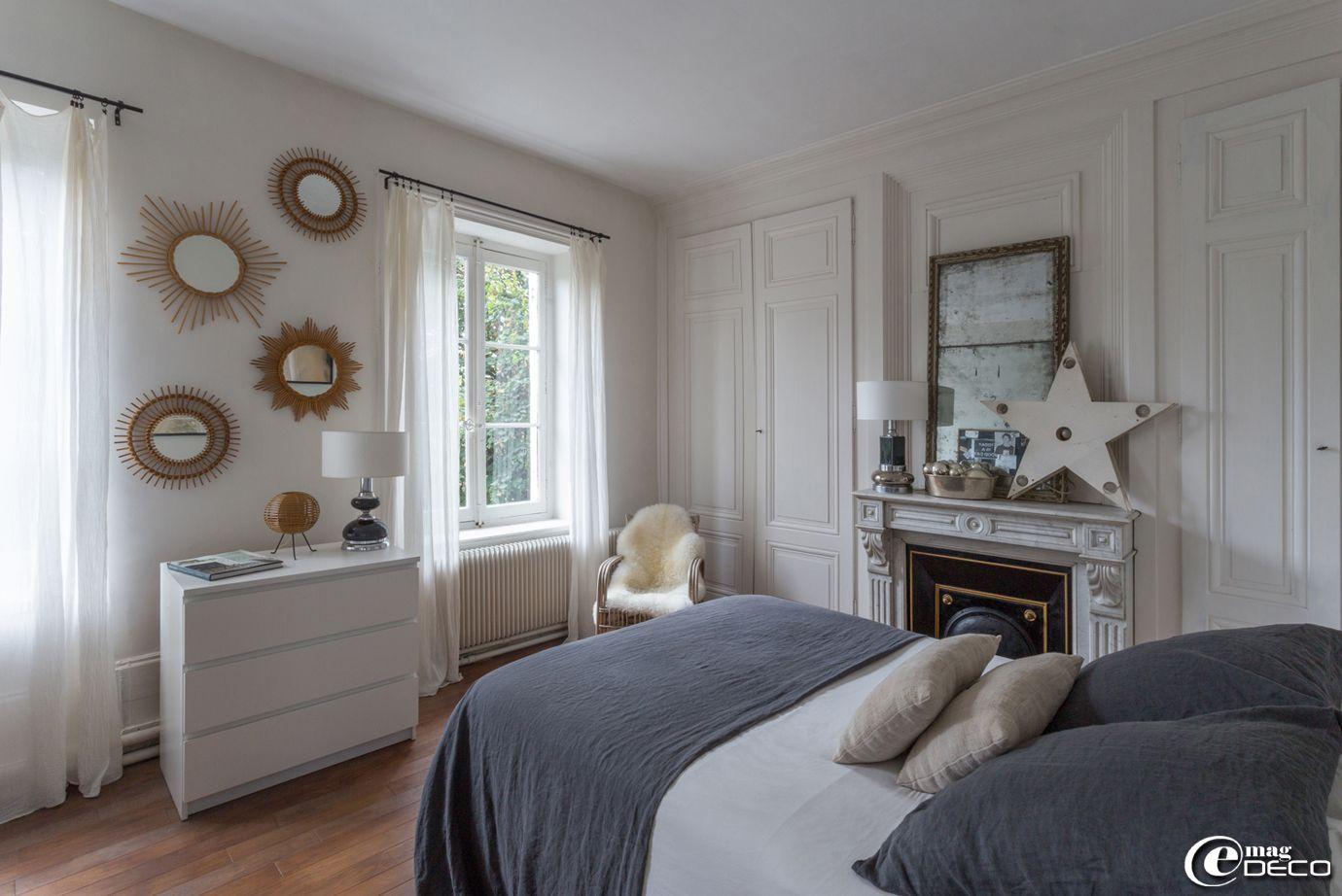 Dans une chambre linge de lit en lin lav 39 baralinge 39 commode blanche 39 ikea 39 bedrooms home - Ikea linge de maison ...
