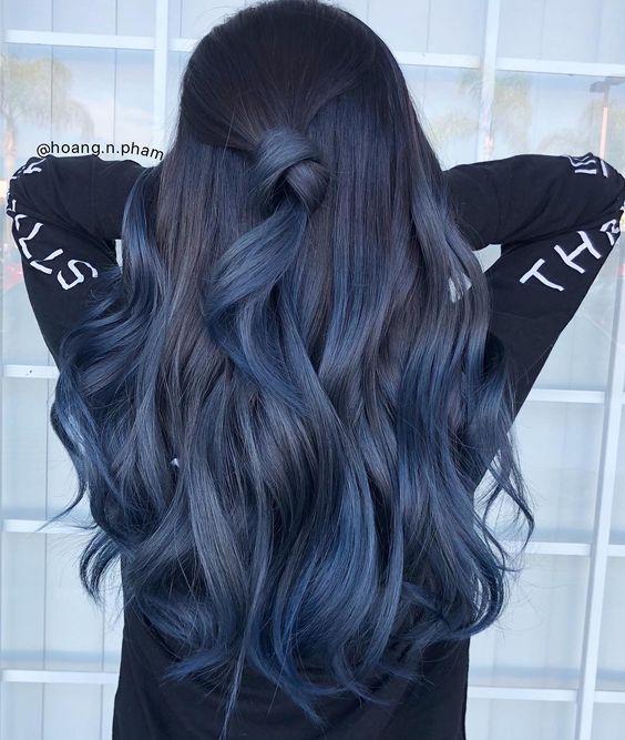 15 Estilos de cabello azul para un toque marino en tu look