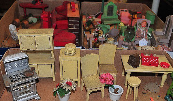 Explore The Furniture From A 1930s Dollhouse With Images Strombecker Dollhouse Furniture Vintage Dollhouse