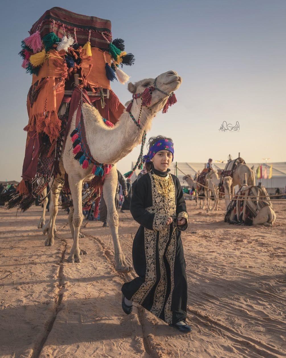 فتاة سعودية تقود قافلة إبل Photo Ancient Old Things