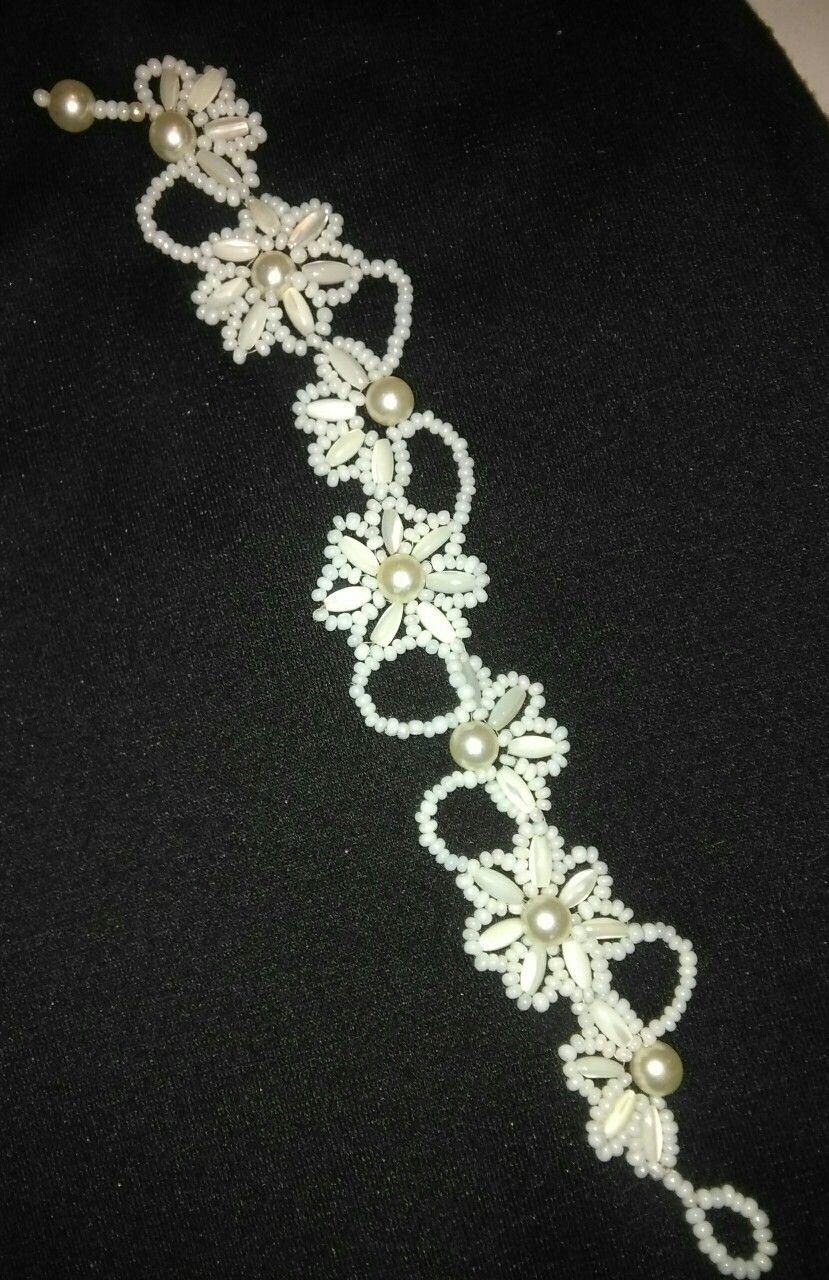 Pulsera de perlas, aprovechando tres collares que ya no usaba