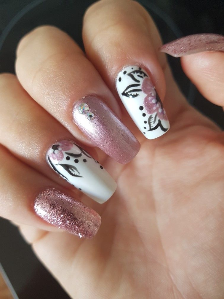 Hand Painted Flowers Nail Art Nails Nail Designs Nail Art