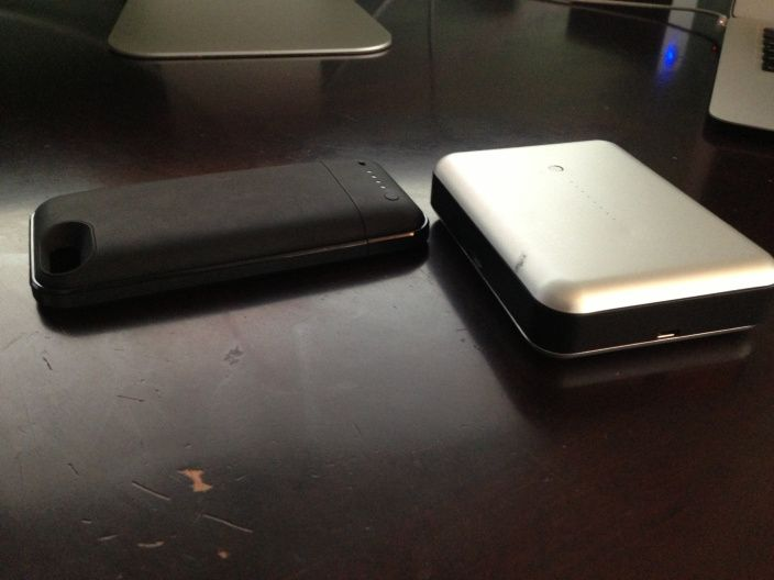 iOS Device backup battery review two-pack: Mophie Juice Pack Plus for iPhone 5, Just Mobile Gum Max Duo