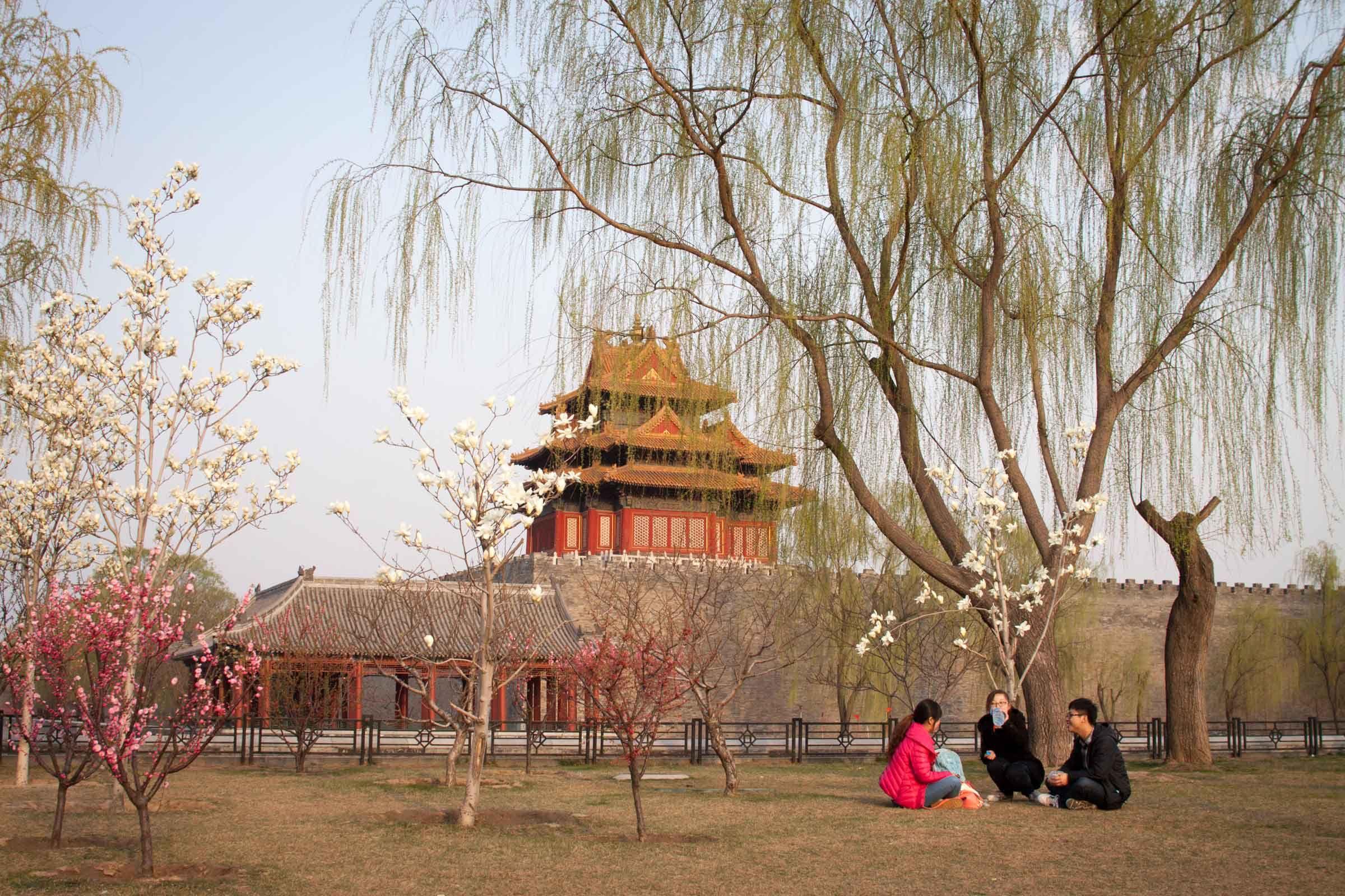 Pekingin tärkeimpien nähvätyyksien lisäksi sivulla esitellään hauskoja tapoja kiertää Pekingiä - kuten pyöräretkellä tai patikoiden. Copyright: Mikko Paakkanen
