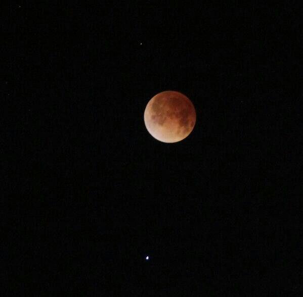 Punto máximo Eclipse Total de Luna desde Coro-Venezuela. 15/4/2014  /via @RafaelBorgesV