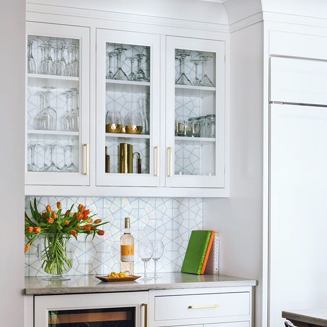 It Seems Like We Are Seeing More And More Of This Trend Carrying Either Tile Or Backsplash Material Into The Backs Of Wall Cabinets Wall Cabinet Home Cabinet
