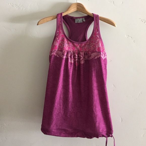  Athleta Top Darling razorback workout top with bra cups for additional support.  In excellent condition. Athleta Tops Tank Tops
