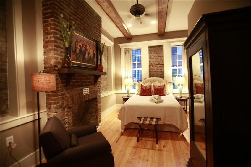 House Vacation Rental In Charleston Downtown On King Street 279 To 499 Per Night Sleeps 8