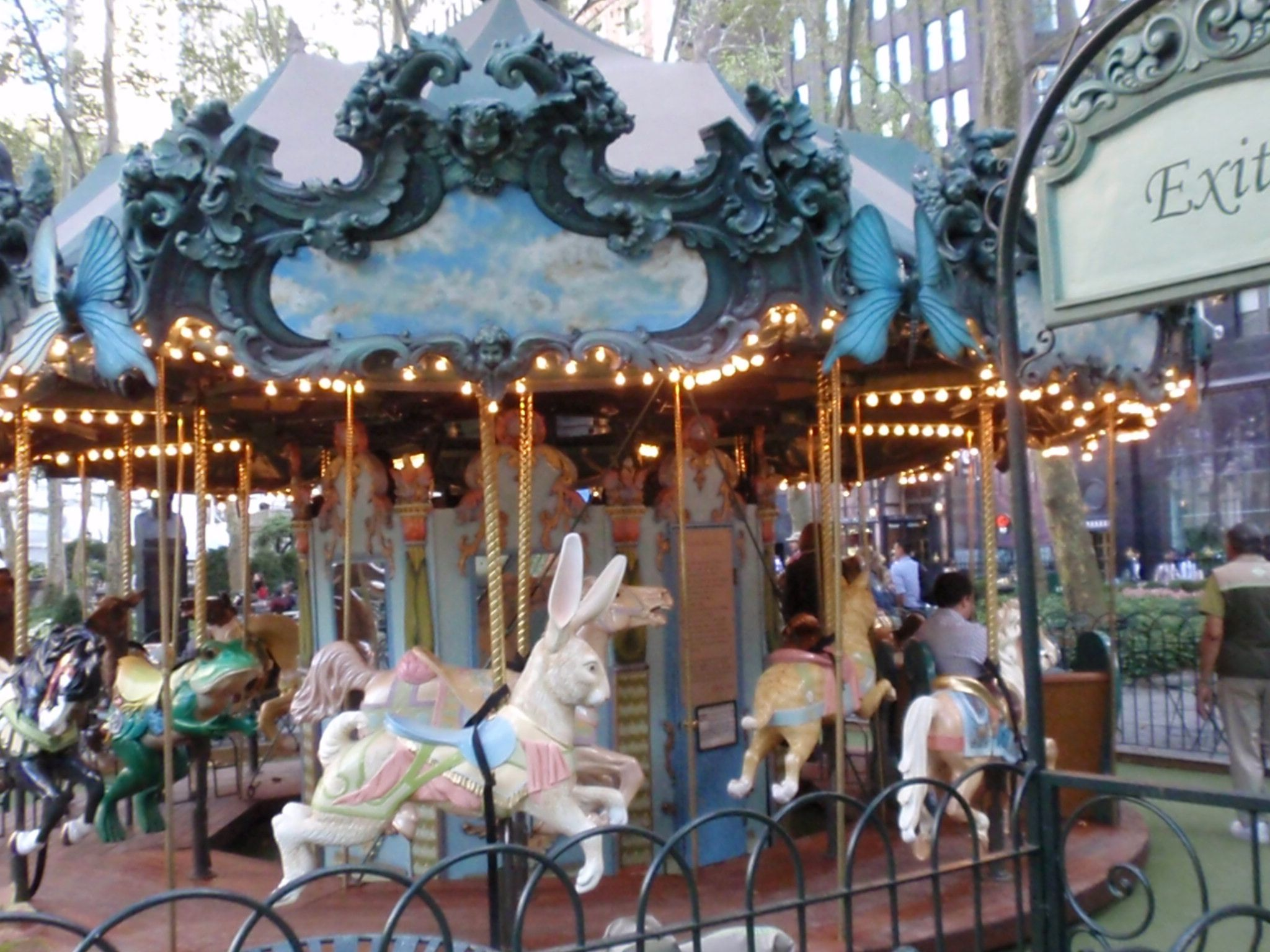 Dreamy Bryant Park Carousel, photo T.de la Guardia
