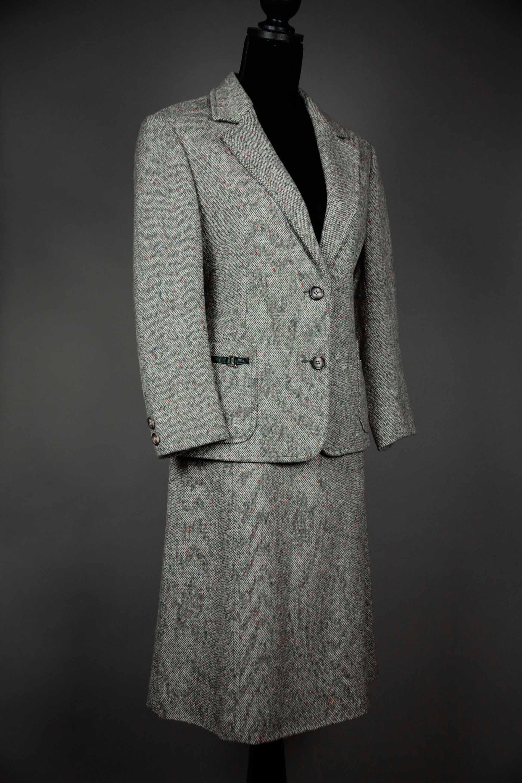 8837cb0a4098f8 Tailleur #vintage #celine en laine gris chiné www.vintage-galerie.fr ...