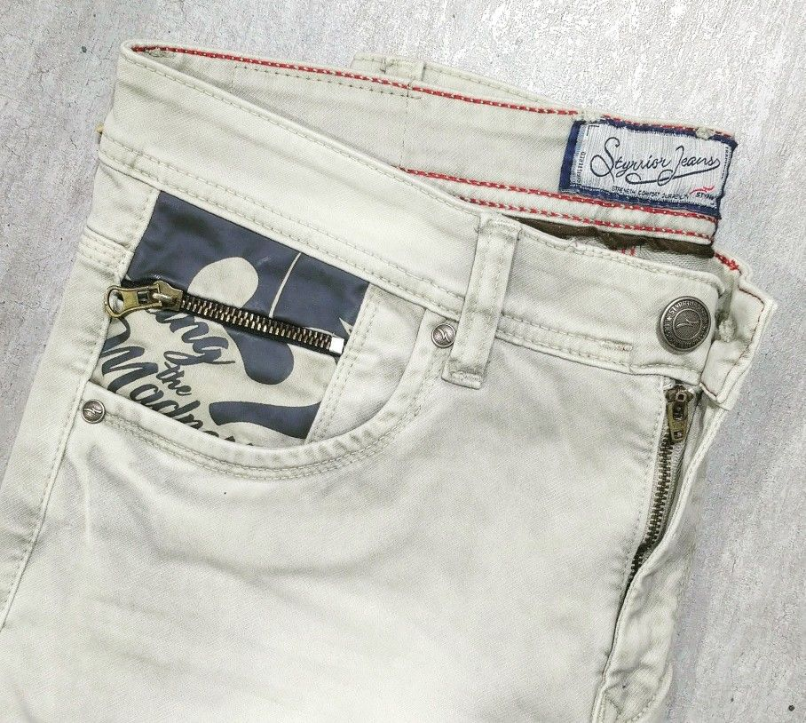 Add madness to everyday with Styrrior Jeans