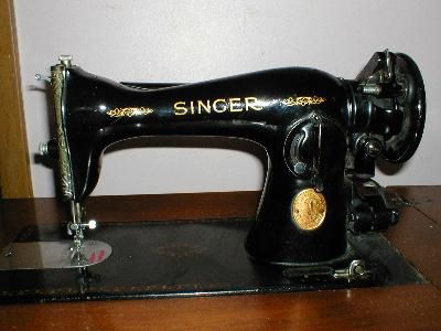 Old Sewing Machines This Is The Type Of Sewing Machine My Mama Used To Sew Much Of Mine And My Sister S Cloth Singer Sewing Machine Sewing Old Sewing Machines