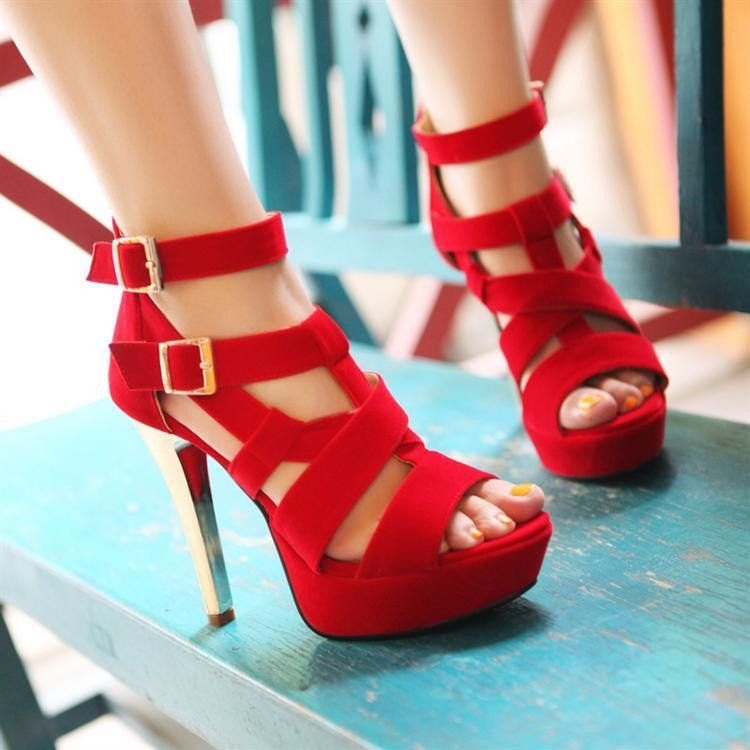 Every girls or ladies want get one pair charming shoes, right? This sandals will let your dream come true. With this sandals will let you eye-catching not only at prom or club party, even in the sun o