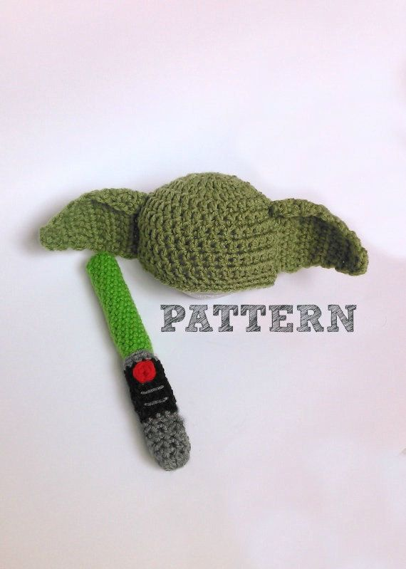 Pattern: Baby Yoda Hat and Lightsaber Rattle pattern | Gorros