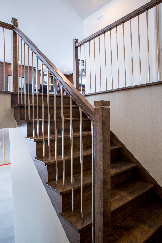 Bel Escalier Avec Barreaux En Acier Inoxydable Escalier
