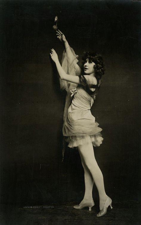 "55e731261b421 gmgallery  "" Ziegfeld Follies showgirl Zitelka Dolores photographed by  Alfred Cheney Johnston"