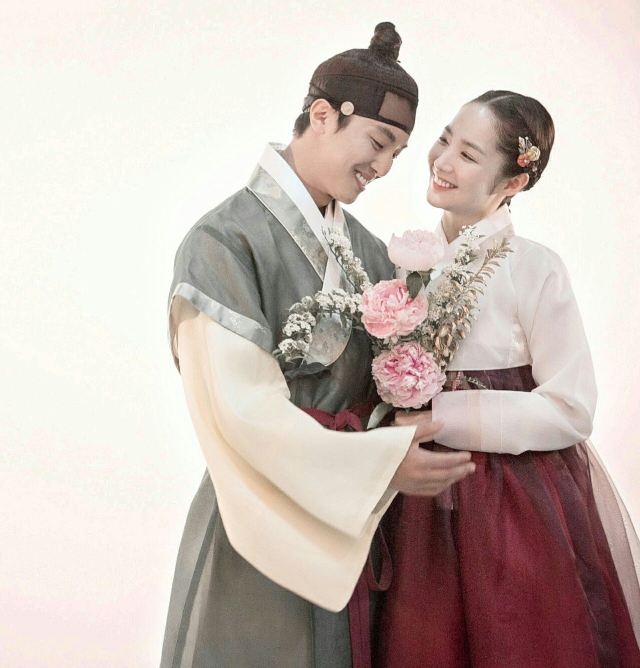 Queen for seven days episodes 2017 park min young for Edric woo wedding dresses