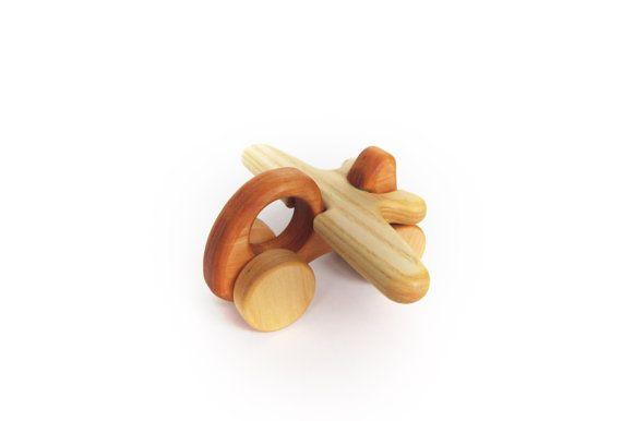 cadeau pour b b voiture en bois avion jouet co responsables pour les b b s jouets. Black Bedroom Furniture Sets. Home Design Ideas
