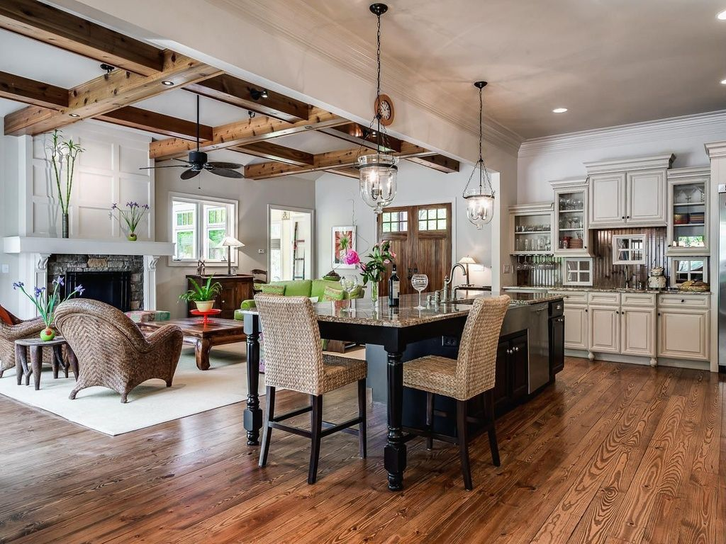 Rustic Great Room with Ceiling fan, Pottery barn hundi