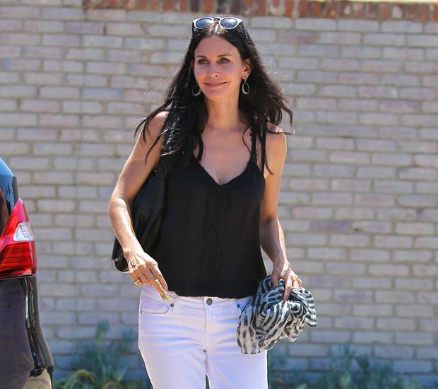 Courteney Cox Becomes Furniture Sales Lady