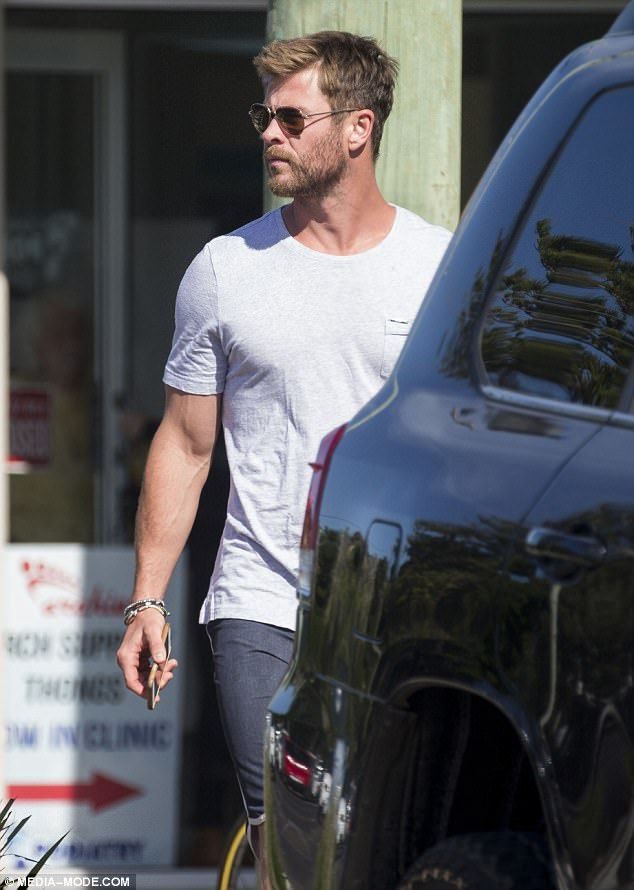 Chris Hemsworth spotted walking around with an ice-pack in Byron Bay – chris❣️