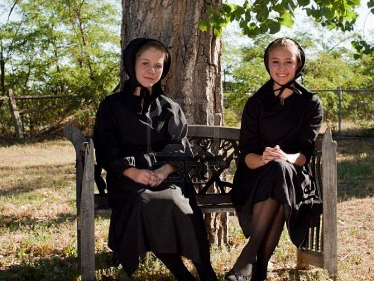 best images about amish life clothes line 2 amish girls sitting on a bench