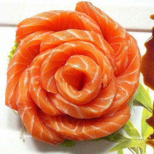 Comece com sabor a sua noite de domingo. Sashimi de Salmão 3231-6666 ou 3012-1312 #Cardápio: http://bit.ly/1alT9qE #SushiHomeNatal #SushiHome #NatalRN #Sushi #SushiLovers #RN #Sashimi #Salmon #Salmão #Flower by sushihomenatal