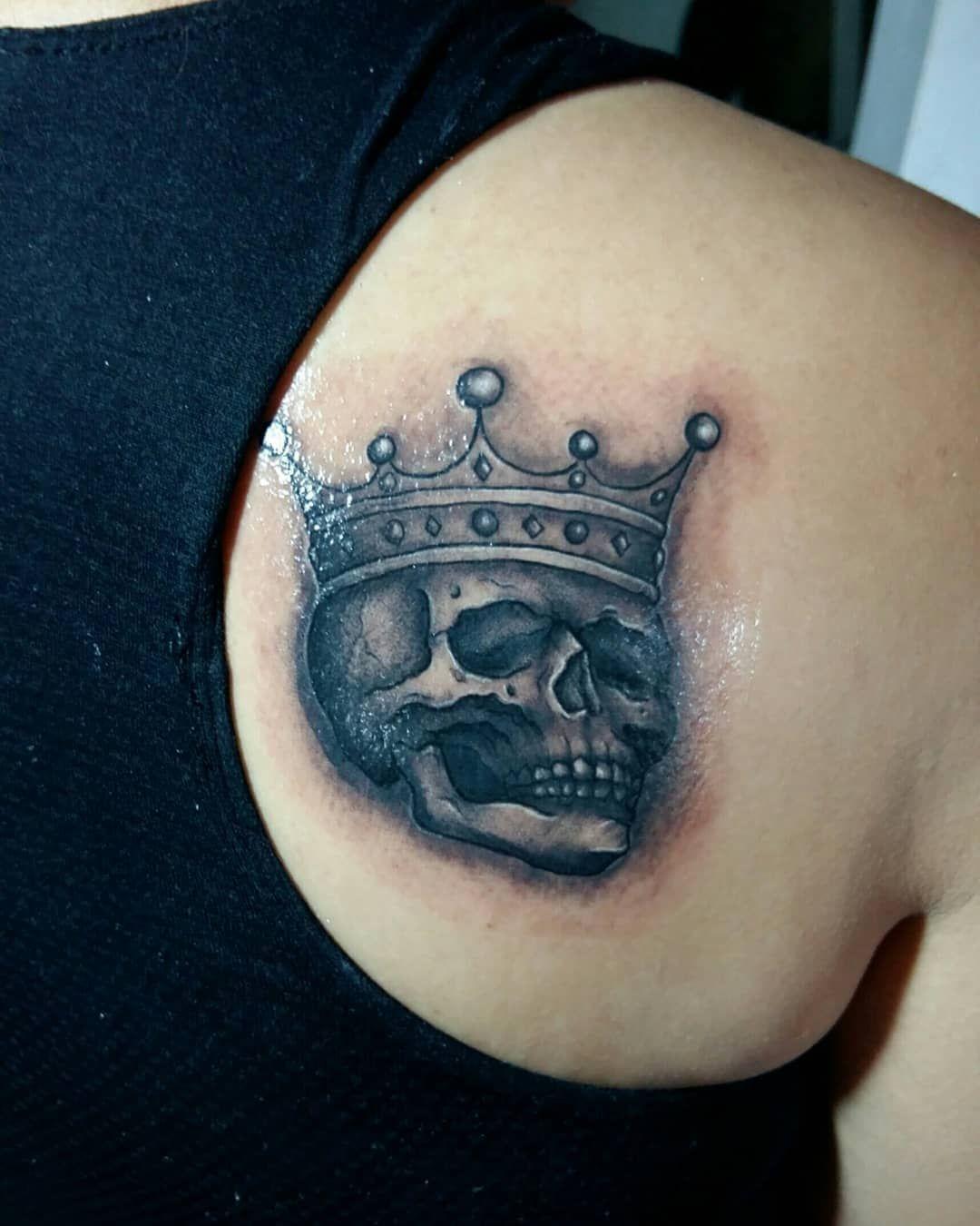 Calaveras. Tatuaje y diseño realizados en #chakaltattoo. Sucursal Catedral. Cuautitlan Edo. , Méx. . . . #blackwork #blackworktattoo #tatuadoresmexicanos #mexicantattooartist #ink #tattooshop #cuautitlan #mexicantattoers #tattoer #tattolife #tatuadoresmexicanos #tattoolove #cuautitlanizcalli #linework #lineworktattoo #blackandgrey #blackandgreytattoo #skull #skulltattoo