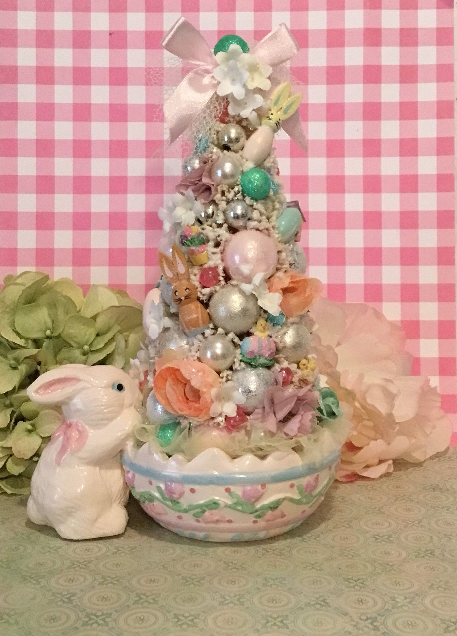 GLITTER EGGS PINK 3NEW EASTER BUNNY RABBIT FILLER TABLE DECORATION w GRASS
