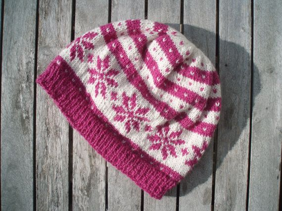 650b9eecf23 Knit winter hat in traditional Norwegian pattern. Size  S M Colour  Pink  and white 100% alpaca