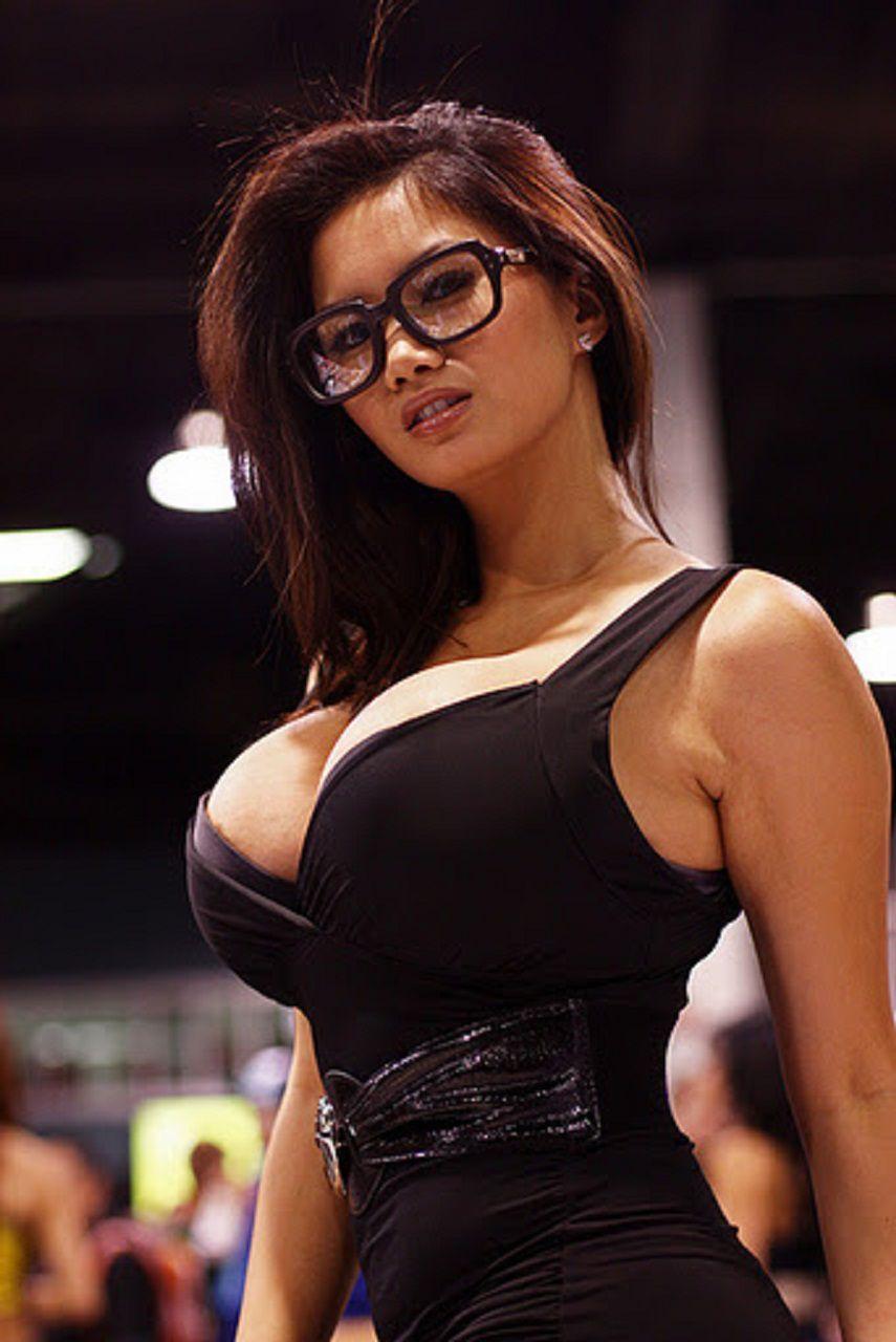 Foto Toge Cewek Pake Baju Hitam Panyudara Besar Pake Kacamata Super Montok Dan Seksi Visit Toketcrot Blogspot Com
